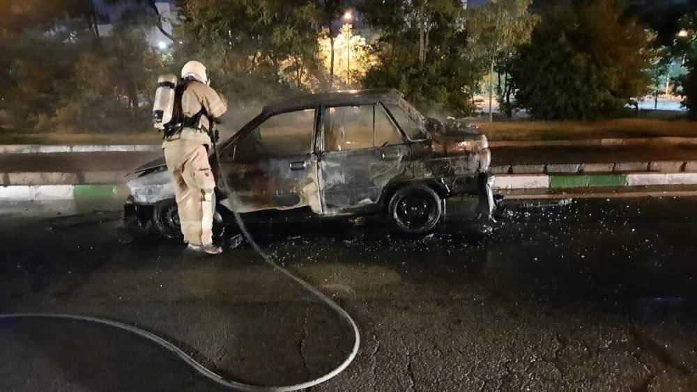 آتش سوزی خودرو در خیابان فردوس