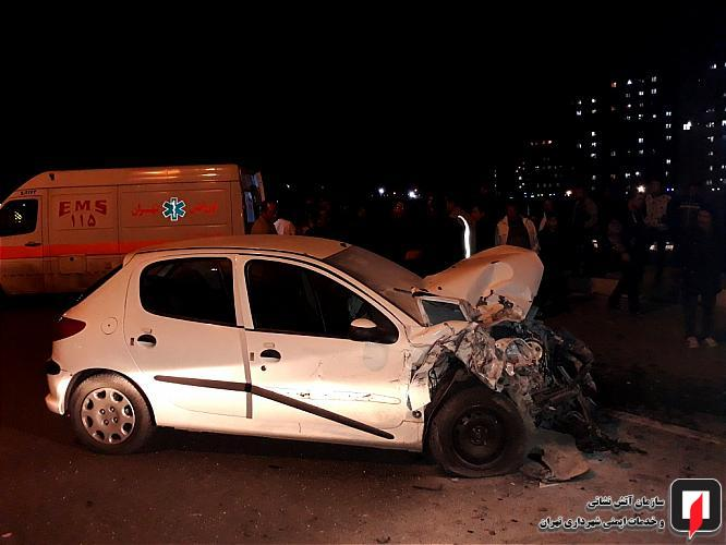 نجات راننده محبوس در خودرو