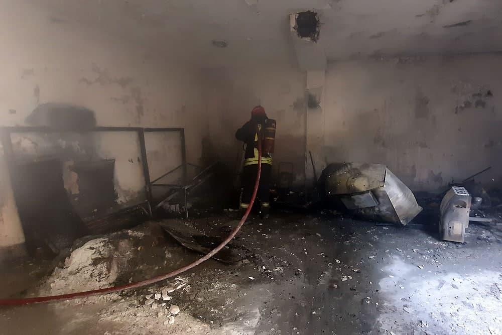 نجات ۷ نفر توسط آتش نشانان در پی آتشسوزی پیلوت یک آپارتمان مسکونی در مشهد
