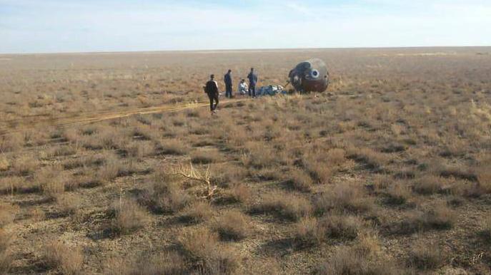 لحظه فرود اضطراری فضانوردان در قزاقستان! + عکس