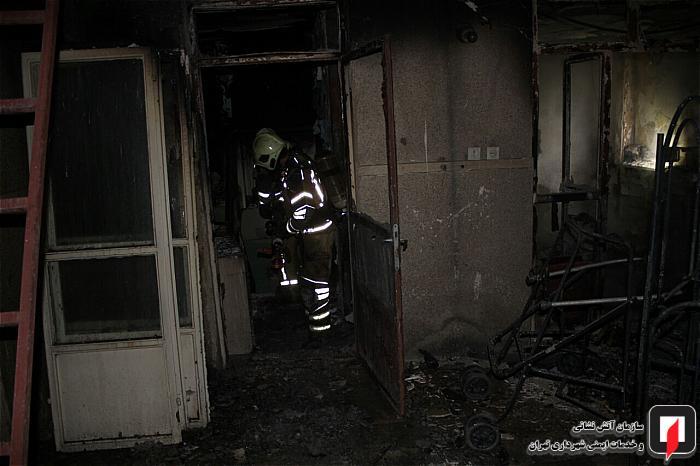 آتش به جان خانه قدیمی افتاد
