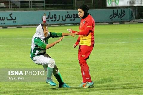 دیدار تیمهای ذوب آهن اصفهان و شهرداری سیرجان در هفته شانزدهم لیگ برتر فوتبال بانوان با حواشی زیادی همراه بود.