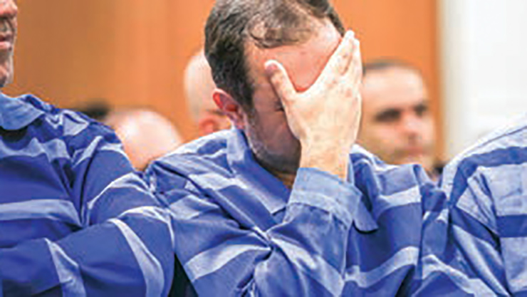 بی هوش شدن مرد میلیارد در دادگاه مفساد اقتصادی