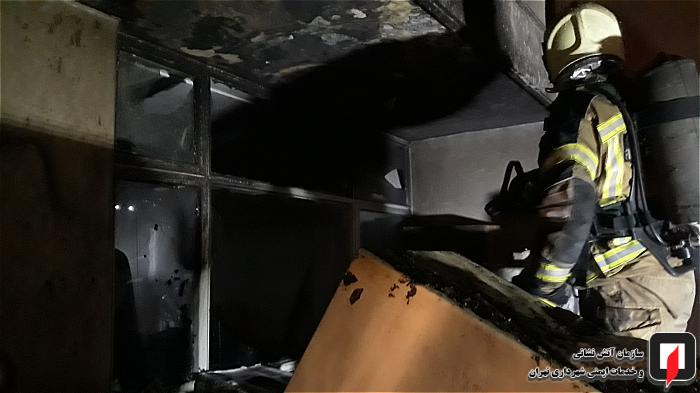 انباری منزل در پشت بام آتش گرفت