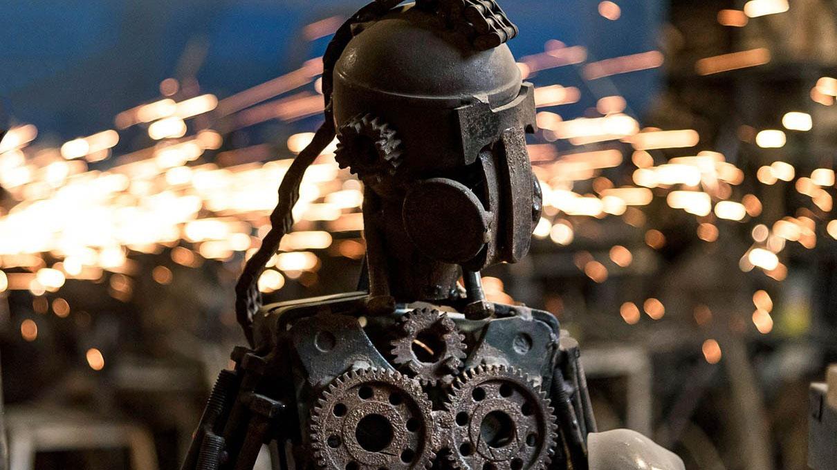 ساختن مجسمه با قطعات فلزی