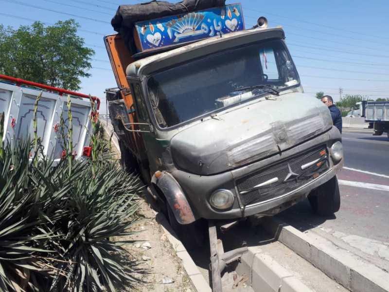 برخورد دو کامیون با یکدیگر در بزرگراه آزادگان