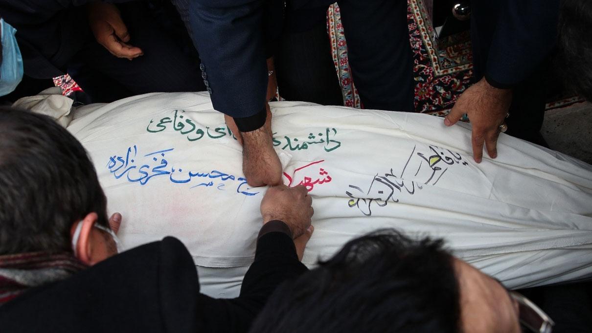 تصاویر دفن شهید محسن فخری زاده