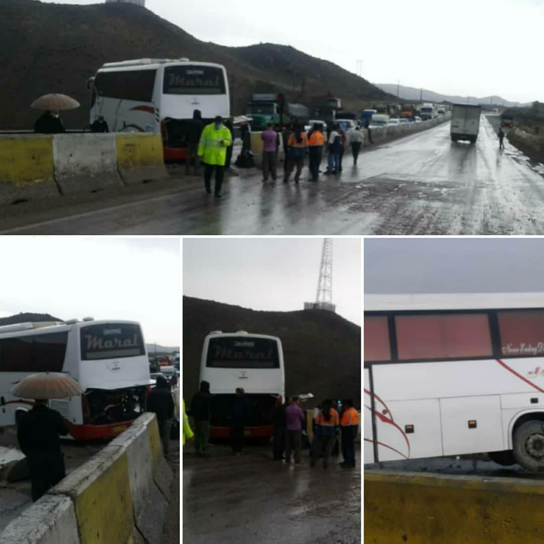 برخورد اتوبوس با گاردریل در سمنان