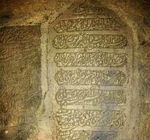 نوشتههای سنگ قبری قدیمی در ایران درباره بیماری شبیه کرونا