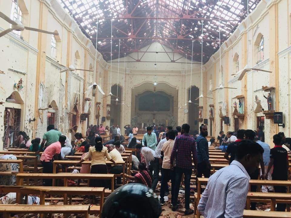 وقوع چندین انفجار در پایتخت سریلانکا؛ ۳۰۰ کشته و زخمی تاکنون + تصاویر - 12