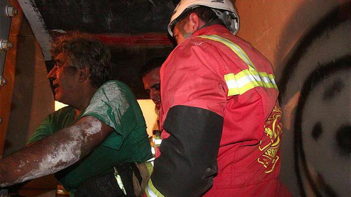 نجات کارگر میانسال از گاز گرفتگی تانکر آب