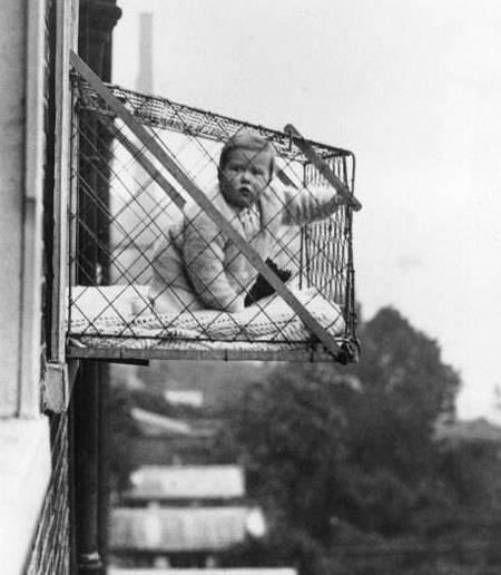 قفس کودک در فضای باز