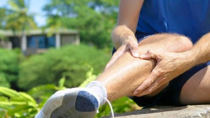 فشار ساقه پا با انگشت برای کاهش استرس