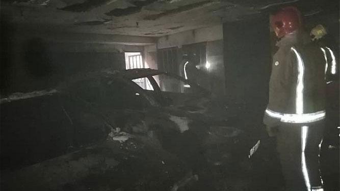 مهار آتش سوزی خودرو در پارکینگ ساختمان شش طبقه