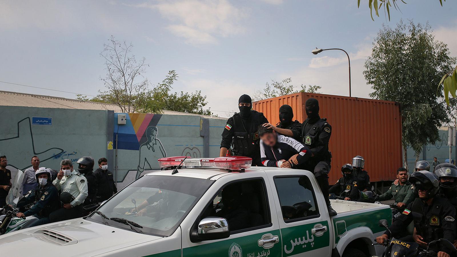 گرداندن میثم اوباش محله مشریه تهران