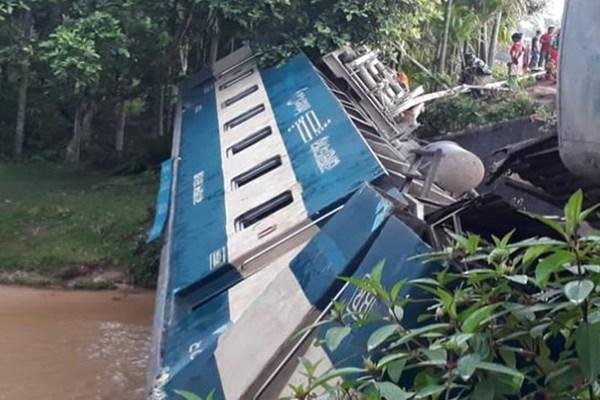 سقوط قطار بنگلادش