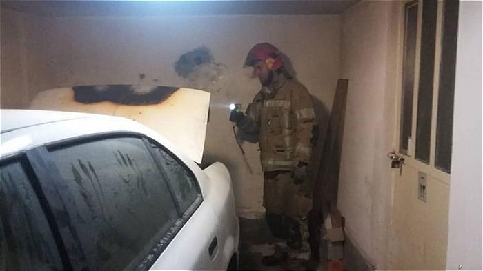 مهار آتش سوزی خودرو در پارکینگ ساختمان چهار طبقه مسکونی