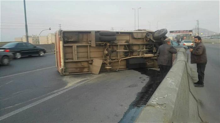 واژگونی مینی بوس در جاده ی خاوران