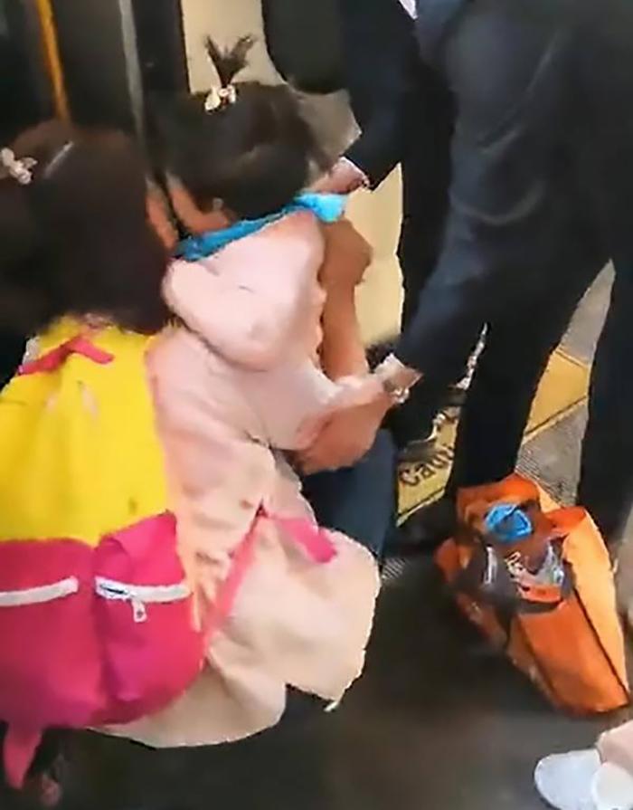 عکس گیرافتادن روی ریل قطار (2)
