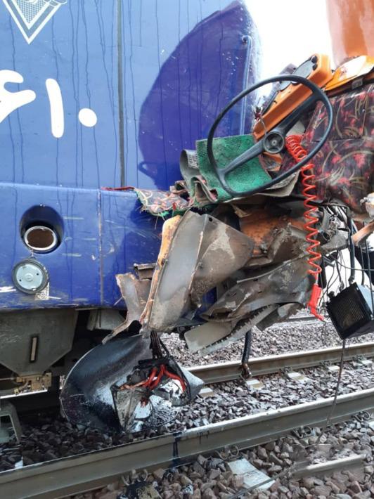 تصادف کامیون با قطار