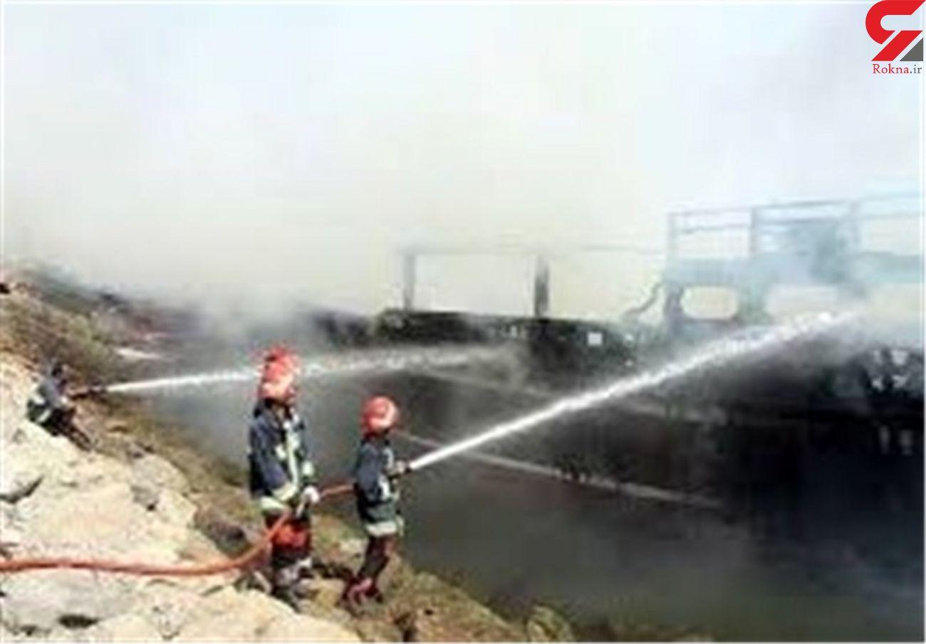 2شناور تجاری در بندر رستمی تنگستان در آتش سوخت