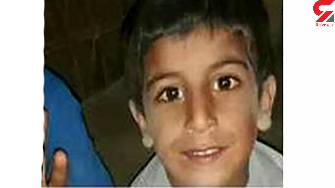 عکس کودکی که زهر عقرب او را کشت / در جاسک رخ داد