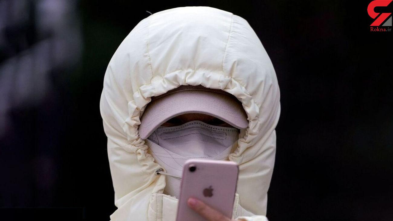 عکس / این زن را ببینید؛ کرونا هم حریف اعتیاد به موبایل نمیشود