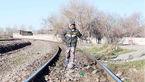 زندگی دلهرهآور ساکنان کلاک پایین کرج در حاشیه خط آهن / بازی در مسیر قطار سریعالسیر