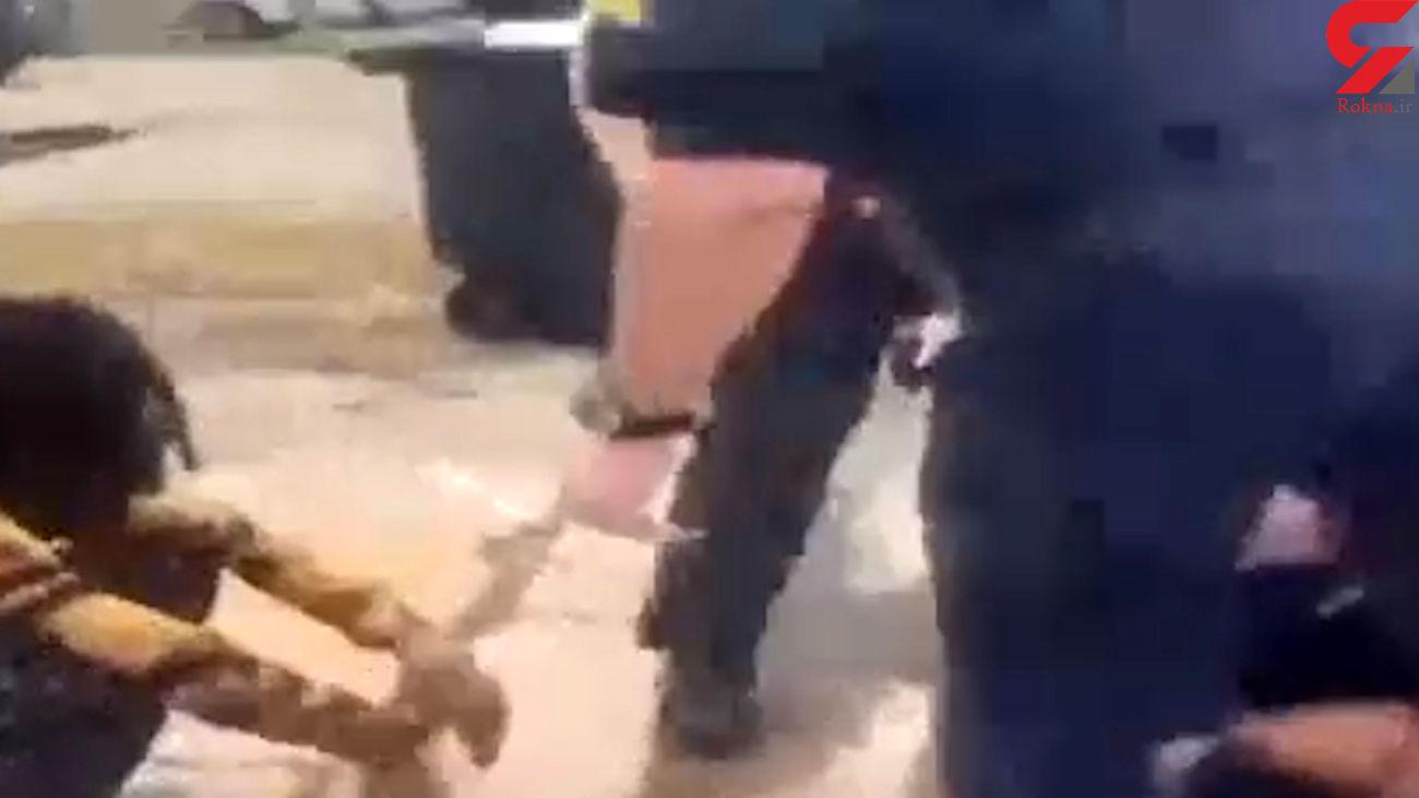 حمله وحشیانه پلیس آمریکا برای دستگیری یک پسر ۱۳ ساله + فیلم