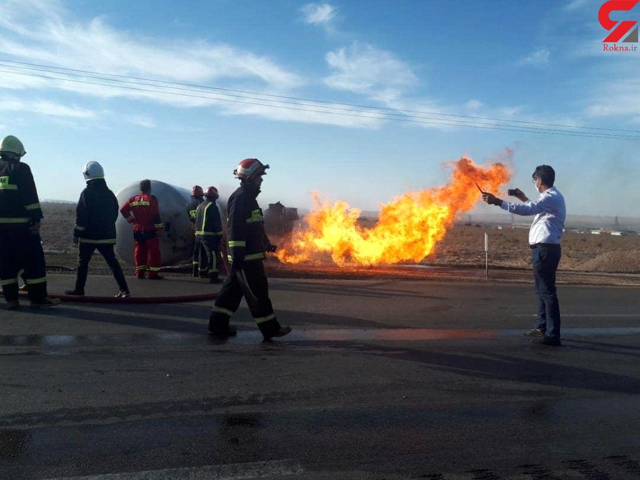 برخورد خودرو و آتش سوزی در مسیر دامغان - سمنان