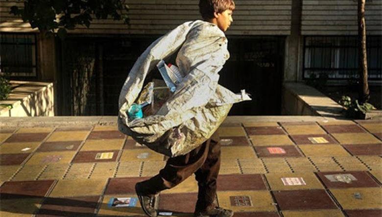 جدال شبانه کودکان اجاره ای برای تکه ای  زباله + فیلم