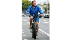 دوچرخهسواری آرنولد دو ماه بعد از عمل قلب باز +  عکس