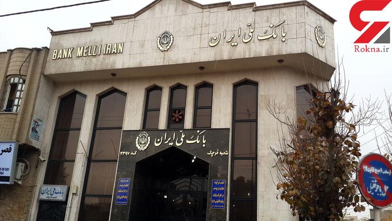 رجزخوانی سارق مسلح پس از سرقت در مقابل بانک ملی زاهدان ! / ساعاتی قبل رخ داد + فیلم