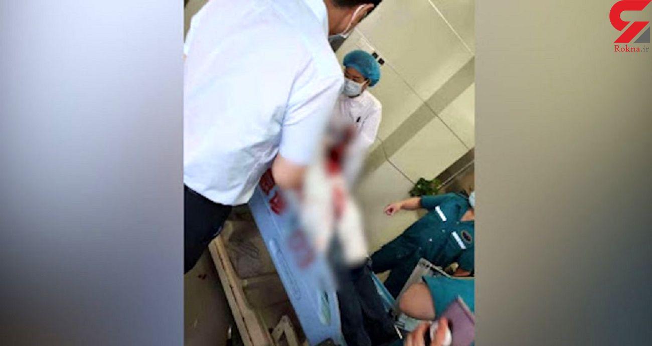 مرد چاقوکش پزشک معالج اش را در بیمارستان لت و پار کرد ! + فیلم