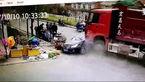 کامیون، ماشین سواری را با خود برد + فیلم