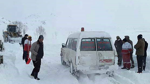 برف و کولاک 7 استان کشور را در نوردید/رهاسازی 72 خودروی گرفتار در برف