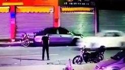 عبور خودروی سواری از روی بدن یک جوان در خیابان + فیلم