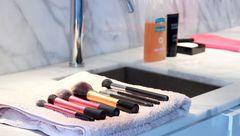 روش های شستن صحیح وسایل آرایشی