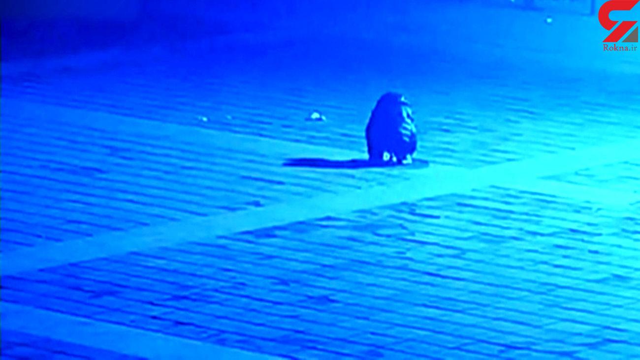 حادثه دهشتناک برای کودک ۶ ساله در انفجار چاه وسط خیابان + فیلم