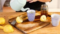 نوشیدن یک لیوان آب جوش برای سلامتی پوست های خشک