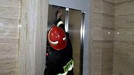 نجات 7 اهوازی گرفتار در  آسانسور
