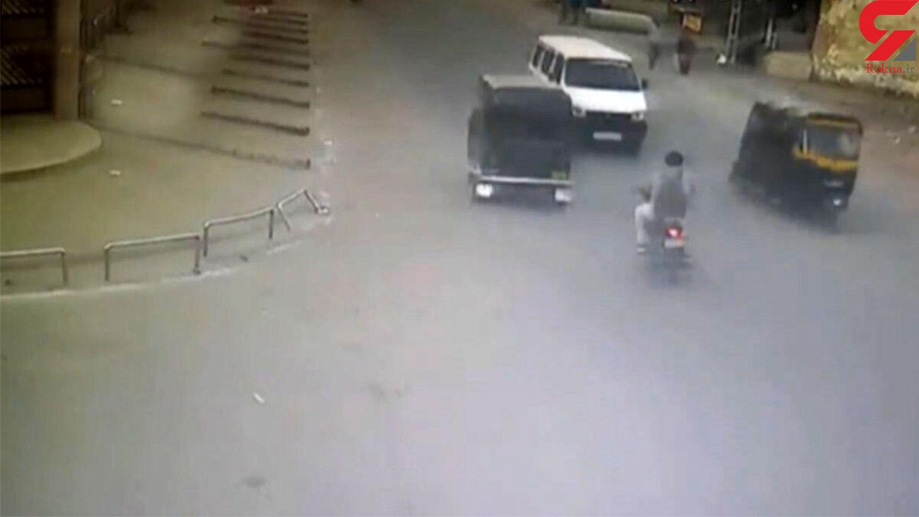 سبقت نابجا در خیابان  باعث تصادف شد + فیلم