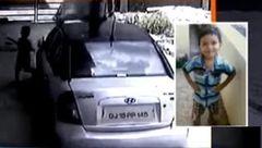 مرگ کودک 3 ساله زیر چرخهای خودرو پدرش +عکس