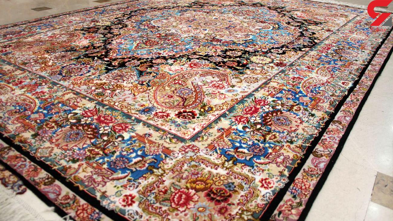 کشف دهها تخته فرش دست بافت قاچاق در میان محموله فرش ماشینی + سند