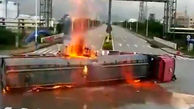 لحظه تصادف وحشتناک جرثقیل با تریلی حمل سوخت + فیلم / چین