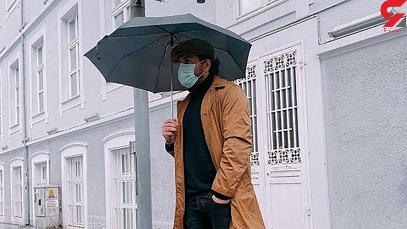 استال رضا بهرام در هوای بارانی