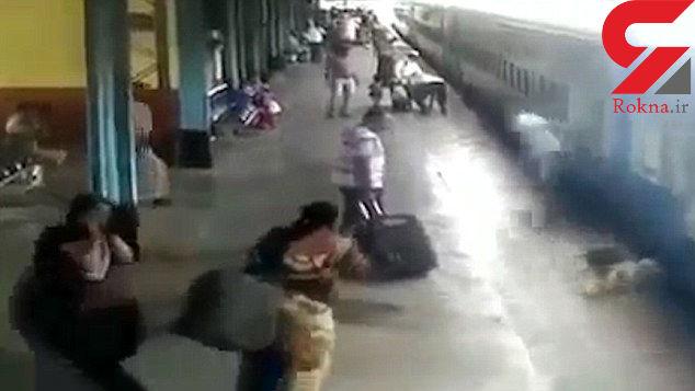 فیلم نجات یک زن که بین قطار در حال حرکت و سکو گیر کرده بود