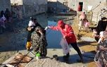 حضور آتش نشانان تهرانی در سیستان و بلوچستان و کمک به سیل زدگان+ فیلم و عکس