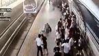 بلایی که سر زن حامله روی ریل راه آهن آمد + فیلم