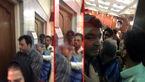 اولین عکس از ورود نجفی به سالن دادگاه / عکس بالش میترا استاد روی میز دادگاه !